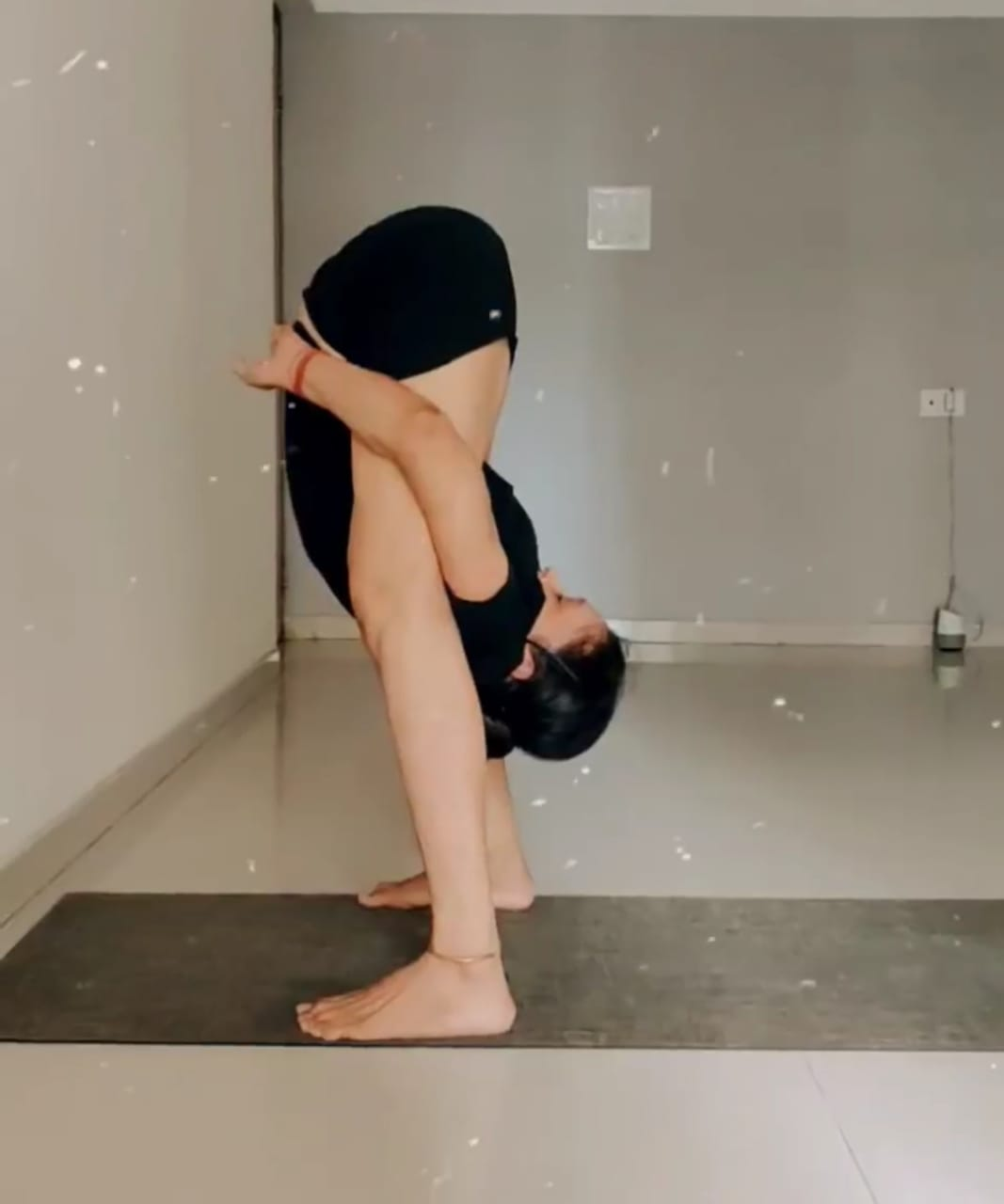 "The Best Certified Yoga Teacher in Mumbai ""Anju Mittal"" with Buddha Yogshala & HYC. Call to Hire 7982952967."